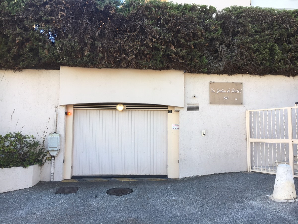 Garage - Nice